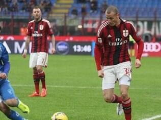 Milan foi para o intervalo com a vantagem no placar, mas sem agradar a torcida
