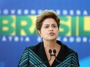 Dilma Rousseff durante posse do novo ministro da Educação, Renato Janine (06/04/2015)