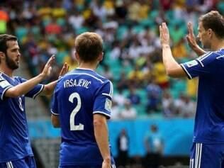 O atacante Dzeko fez o primeiro gol do triunfo europeu sobre os iranianos
