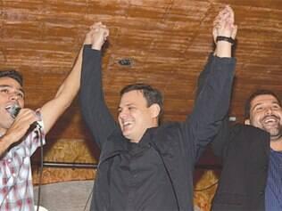Carlão usou a festa, com o apoio de Léo, para promover o nome do filho de Carlaile para deputado
