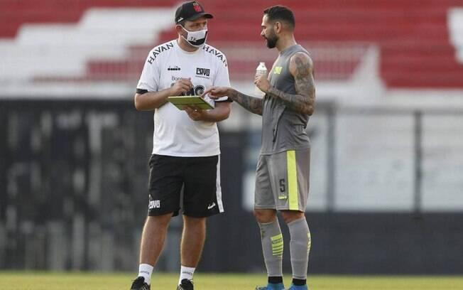 Vasco tem mais três jogadores com Covid-19