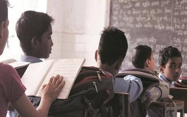 Professor manda alunos agredirem meninas que não fizeram lição de casa; caso foi parar na polícia