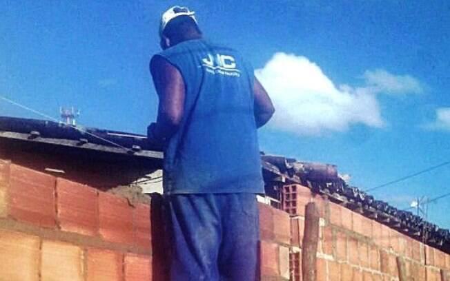 Operário revela que dormia em alojamento com ratos, baratas e colchões rasgados