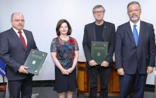 A partir da esquerda: ministro Sérgio Etchegoyen, procuradora-geral da República Raquel Dodge, e os ministros Torquato Jardim e Raul Jungmann.