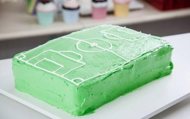Aprenda a fazer um bolo com formato de campo de futebol. Foto  Edu Cesar 6f5f50747203b