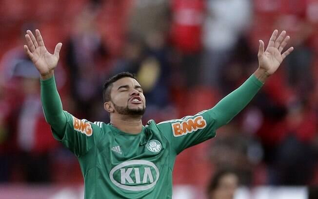Maurício Ramos reza antes do início da  partida