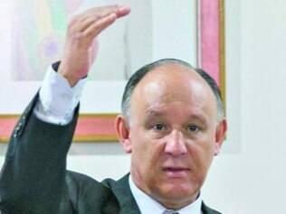 Ministro Pepe Vargas tenta articular a reação no Congresso Nacional