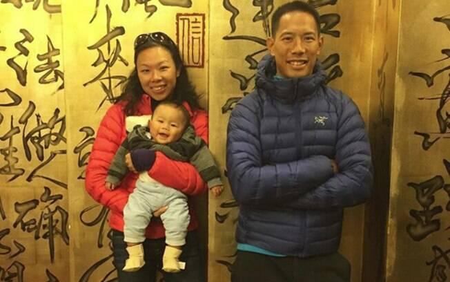 Terry Loong passou 30 dias sem receber ninguém, sem sair de casa e sem tomar banho após dar à luz ao filho