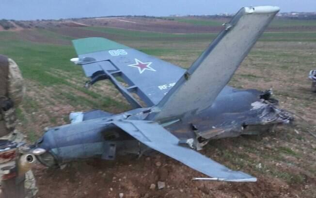 Segundo ministério russo, piloto conseguiu saltar do avião, mas foi morto por grupo de rebeldes na Síria