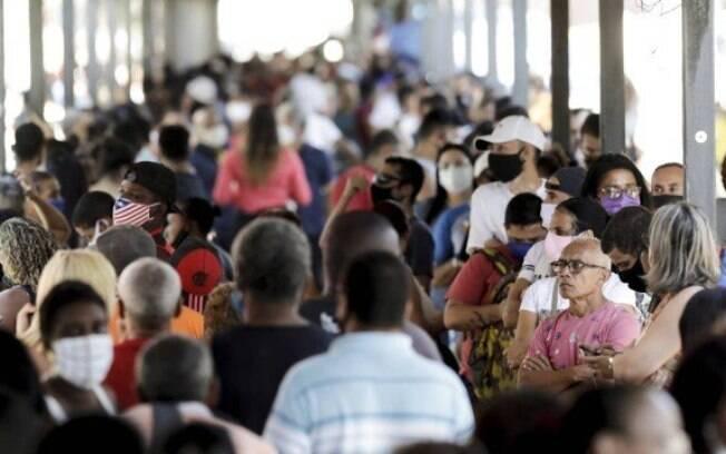Beneficiários do Bolsa Família com NIS de final 6 recebem os R$ 300 do auxílio nesta quinta-feira (24)