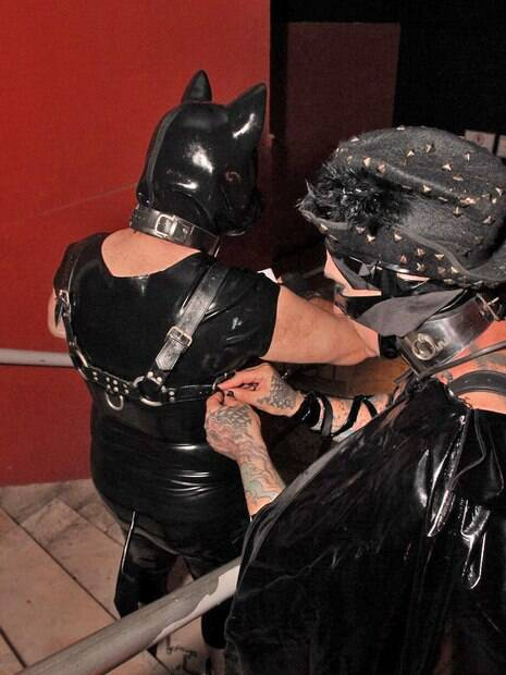No 'petplay', as pessoas envolvidas gostam de se vestir e agir como se fossem animais de estimação