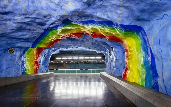 Cada estação de trem de Estocolmo tem um tema próprio para a sua galeria de arte, como natureza e direitos humanos