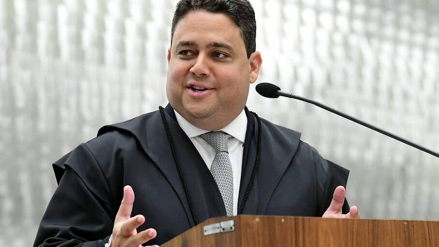 PSDB busca candidato a governador; Felipe Santa Cruz é cotado para disputar o posto