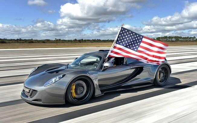 Hennessey Venom GT atingiu 435,31 km/h no mês passado
