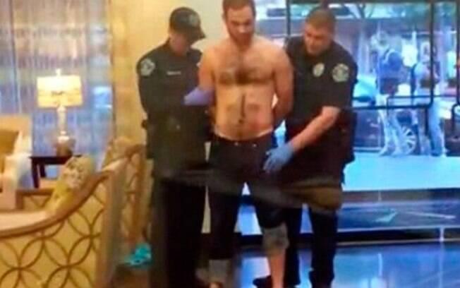 Suspeito teve pênis confundido com arma de fogo