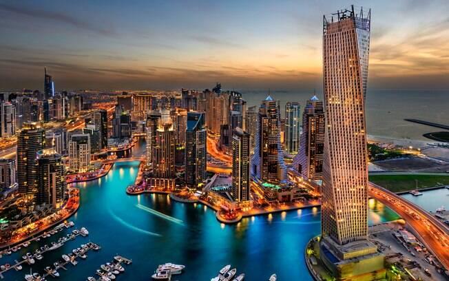 A moderna Dubai é uma cidade cara, mas, mesmo assim, as passagens aéreas são mais baratas que comprar um iPhone