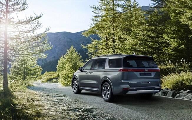 Modelo ainda é uma minivan bem confortável, mas passa a ter aspecto que lembra um SUV da moda