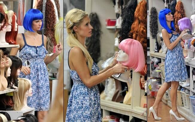 Paris Hilton aparece com novo corte de cabelo em Los Angeles