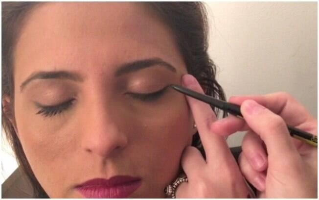 1º Passo: maquiagem para levantar o olhar
