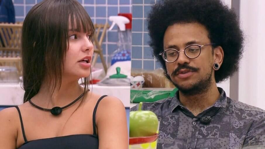 No BBB, João Luiz tenta dizer a Thais que ela é branca