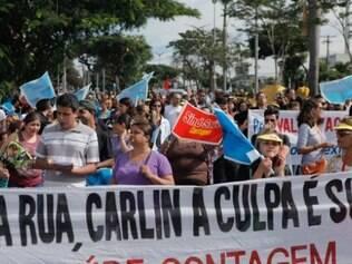 Servidores públicos de Contagem fizeram passeata pela avenida João César de Oliveira