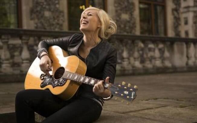 Vicky Beeching canta letras de temor a Deus em megaigrejas americanas