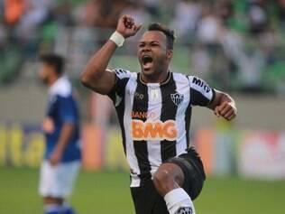 Fernandinho anotou o gol alvinegro aos 41 minutos do segundo tempo