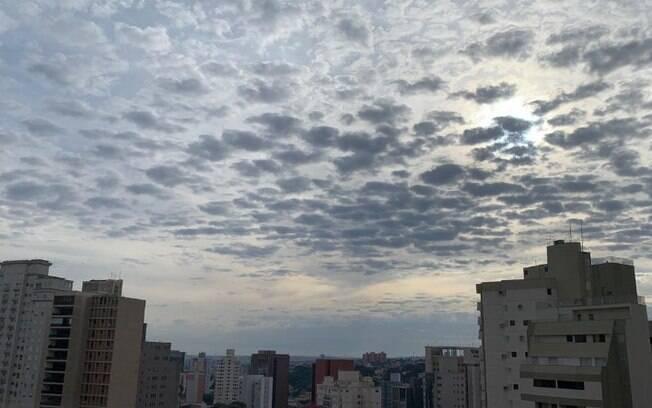 Domingo terá sol entre nuvens e tempo seco em Campinas, diz previsão