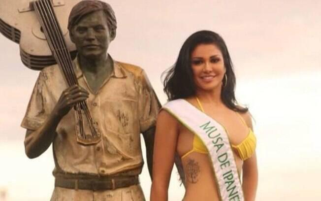 Nathy Kihara recebe críticas após ganhara outdoor de presente, em Minas Gerais