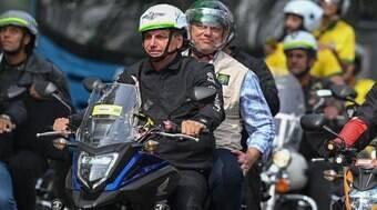 Bolsonaro anuncia 'motociata' no sábado (26)