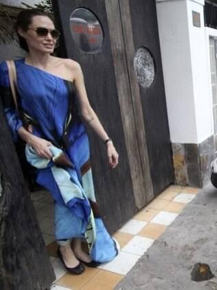 Jolie e o marido, Brad Pitt, foram só com o filho Pax ao restaurante