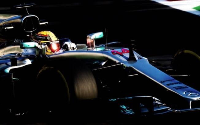 Lewis Hamilton lidera treino classificatório e garante pole no GP do Azerbaijão de Fórmula 1