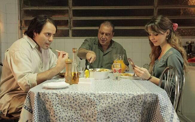 Sandy ao lado de Antônio Fagundes e Marat Descartes na primeira imagem do filme 'Quando Eu Era Vivo'
