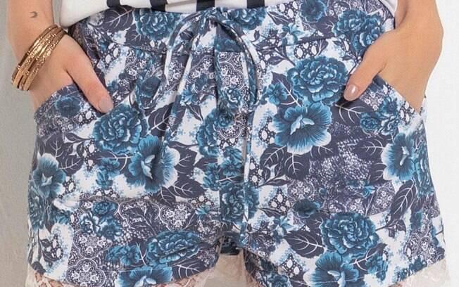 Shorts Floral com Bolsos e Renda na Barra a partir de R$ 29,99