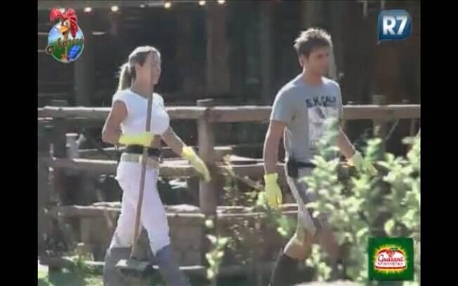 joana acompanha Thiago para refazer sua tarefa