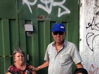 Um pedaço da fuselagem caiu na casa de Lia Lara e Joel Pereira da Silva