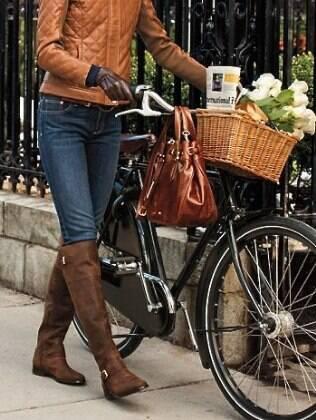As botas de montaria são um clássico e os tons de marrom e caramelo estão em alta para este outono/inverno
