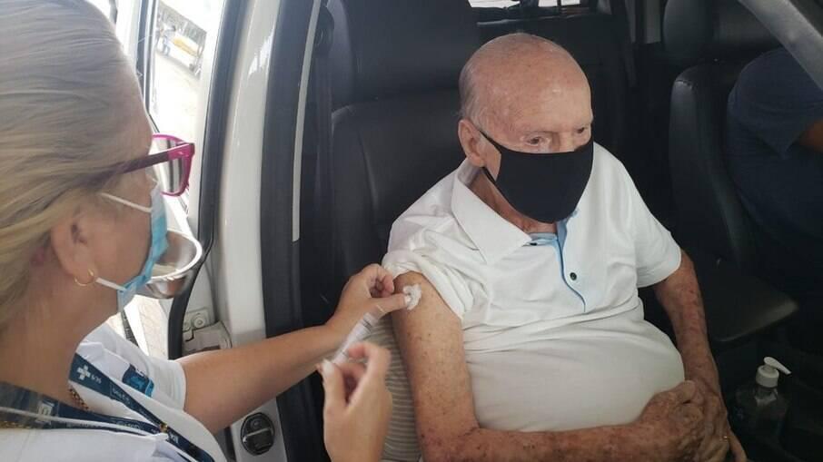 Zagallo recebeu primeira dose da vacina contra a Covid-19