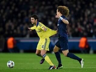 David Luiz exerce marcação implacável sobre Cesc Fàbregas