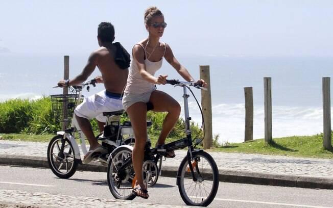 Fernanda de Freitas pedala na Barra da Tijuca
