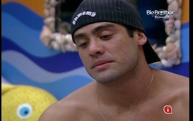 Yuri demonstra não ter gostado da atitude de João Carvalho
