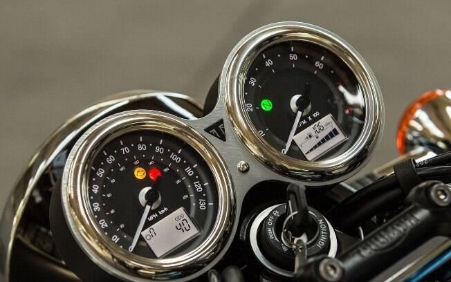 Tal como o restante da moto, os mostradores caracterizam o estilo retrô, que dispensa o excesso de telas e outros