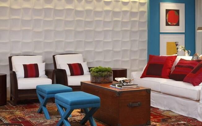 Para uma casa em sintonia, a dica é eleger sempre uma cor de destaque, que deve estar em maioria no ambiente, e preencher o espaço com outros detalhes coloridos