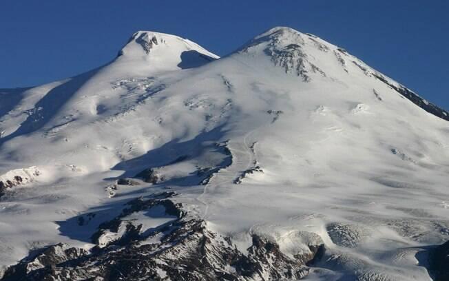 Para subir o Monte Elbrus são necessários de oito a dez dias