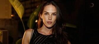 Modelo Vanessa de Assis atribui à crise ausência de tops no SPFW