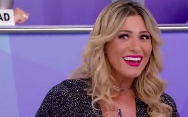 Lívia Andrade fica chocada com atitude saidinha de Silvio Santos