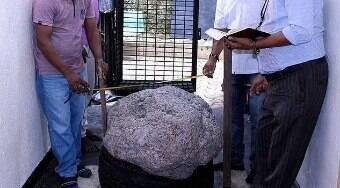 Homem encontra pedra de R$ 518 milhões no quintal de casa
