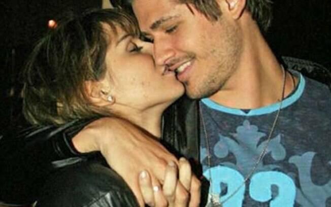 Deborah Secco e Dado Dolabella namoraram por um ano entre 2002 e 2003. O casal chegou a ficar noivo logo no começo do romance