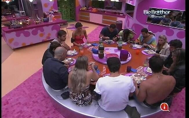 Brothers almoçam picanha com batatas e arroz