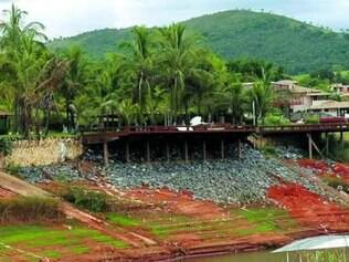 Moradores aproveitam seca do lago para obras de ampliação dos imóveis